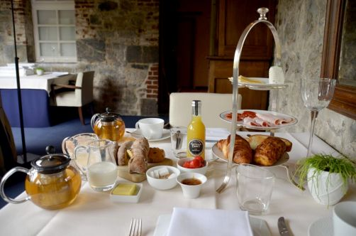 petit-dejeuner-prieure-saint-gery-hostellerie-restaurant